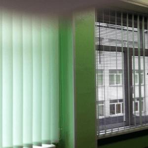 вертикальные жалюзи в интерьере фото