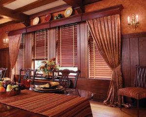 деревянные горизонтальне жалюзи фото в интерьере гостиной