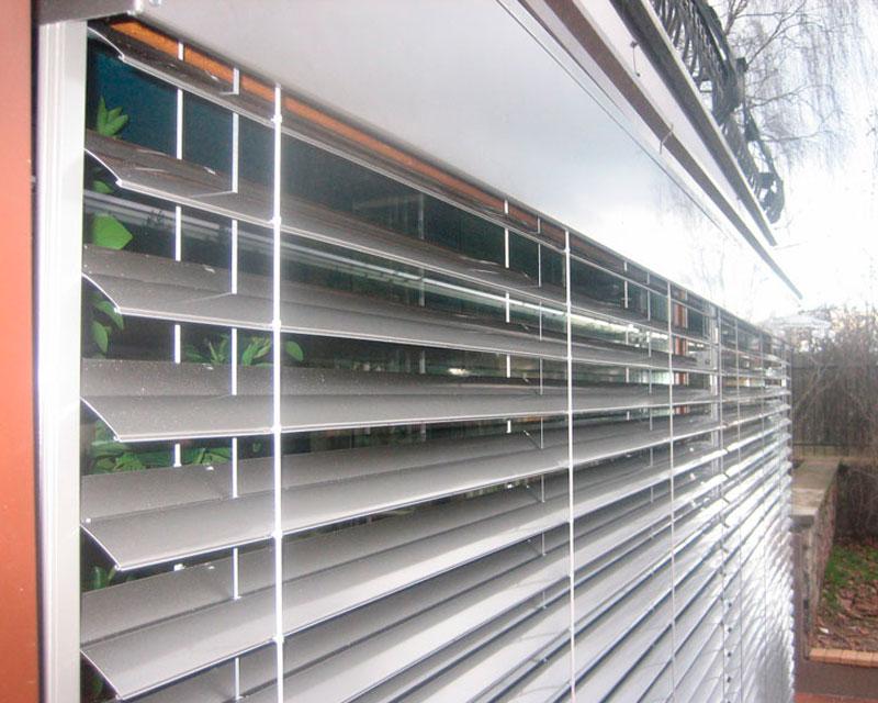 алюминиевые наружные жалюзи на дом фото