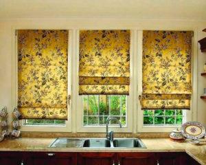 римские шторы с красивым рисунком на кухню фото