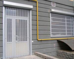защитные ролеты на окна и двери фото